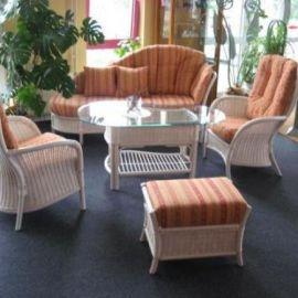 Rattangarnitur geflochten, hochwertige Sitzgruppe für Wintergarten und Wohnbereich. 2 Sessel, 1 Ottomane, 1 Tisch, 1 Hocker