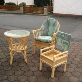 Rattanset - Sessel mit Tisch und Hocker