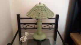 Korb-Nachttischlampe